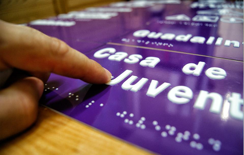 placa-braille-centro-guadalinfo-3